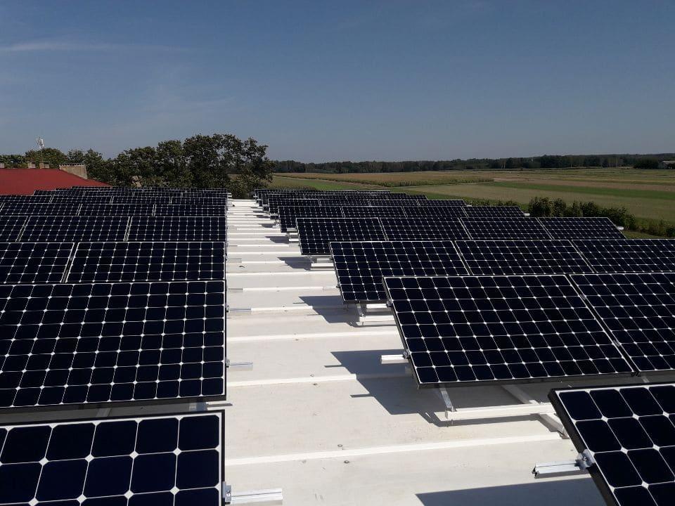 montaż paneli słonecznych i baterii słonecznych